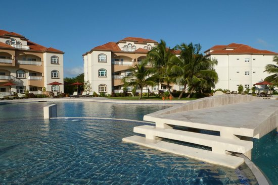 Grand Caribe Belize Resort and Condominiums: Our room was B1 the lower unit on the left