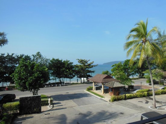 Holiday Inn Resort Krabi Ao Nang Beach: View of the beach from the restaurant