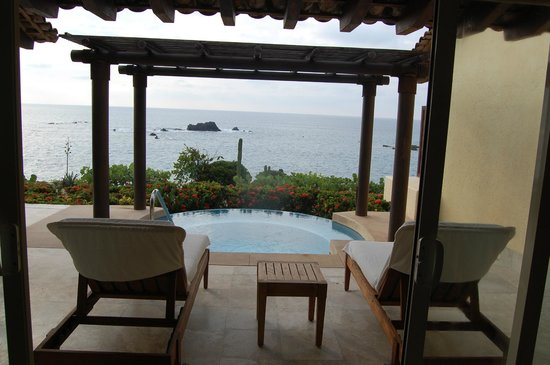 Four Seasons Resort Punta Mita: Looking out from living room