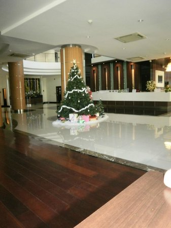 August Suites: Lobby with Xmas tree