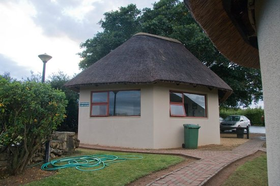 Addo Rest Camp: Rondavels Shared Kitchen