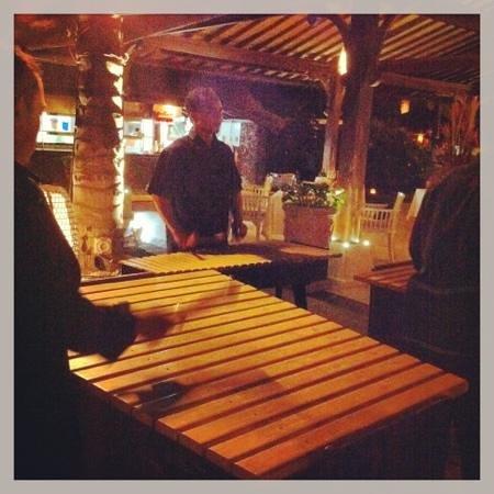 INTERCONTINENTAL Bali Resort: играют вживую на местных инструментах
