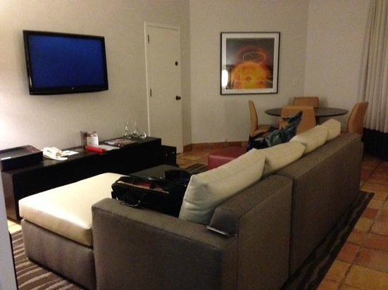 PGA National Resort & Spa : sofa and TV area