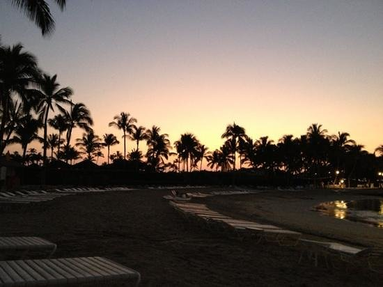 Fairmont Orchid, Hawaii: lagoon at sunset in the winter