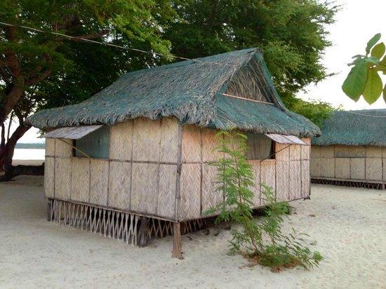 Magalawa Island Armada Resort: Bahay Kubo Beach Front