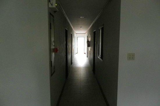 Inn Patong Beach Hotel Phuket: Hallway