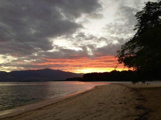 Magalawa Island Armada Resort: Magalawa Sunrise 2