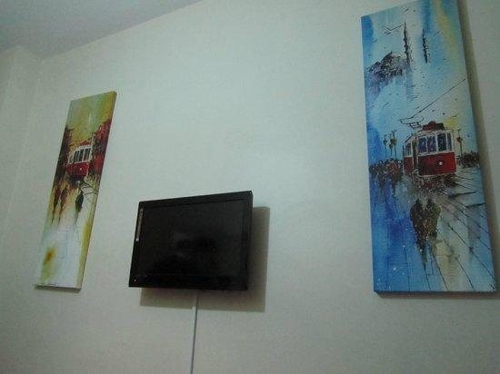 Yakamoz Guesthouse: Телевизор (диагональ примерно 27'