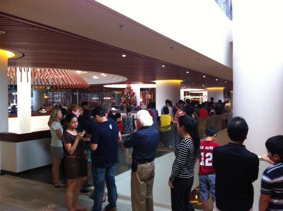Pan Pacific Singapore: Very long queue for breakfast