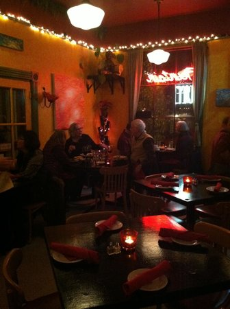 The Fountain Cafe: Cozy warm dining area