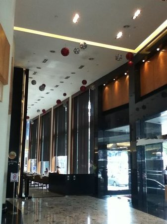 Concorde Hotel Kuala Lumpur: Vista del primer comedor justo a la entrada del Hotel