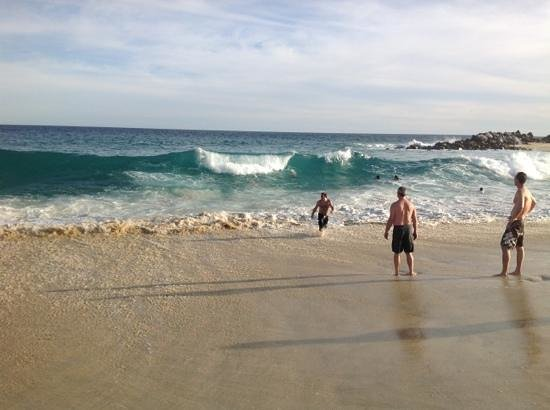 Melia Cabo Real All-Inclusive Beach & Golf Resort: beating the waves