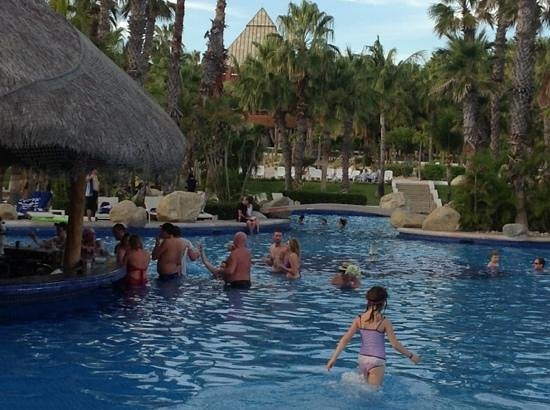 Melia Cabo Real All-Inclusive Beach & Golf Resort: big pool bar