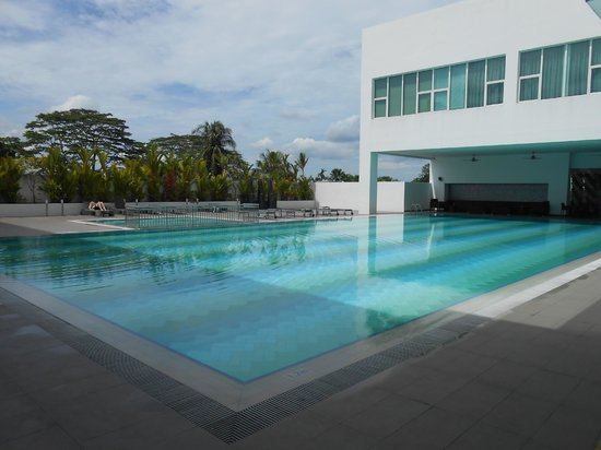 Pullman Kuching: Decent pool