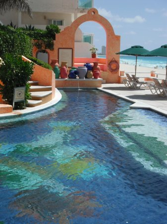 Mia Cancun: Pool at the Avalon Baccara