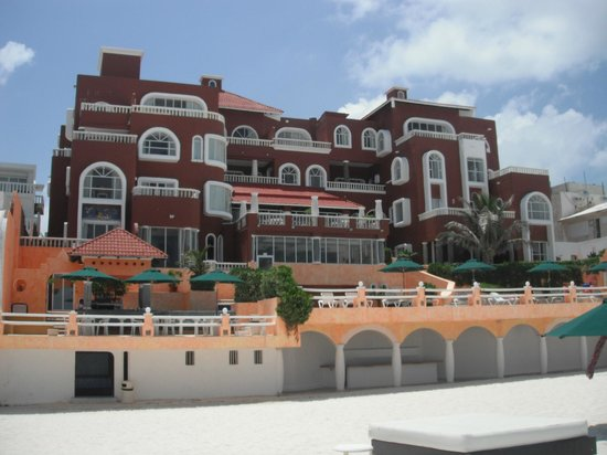 Mía Cancún: Looking at the Hotel from the Beach