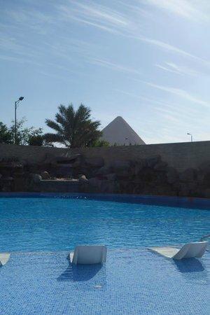 เลอเมอร์ริเดี่ยนปิรามิด โฮเต็ล&สปา: Pool :)