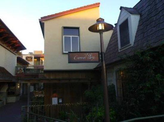 Carmel Plaza: 商店街の一角