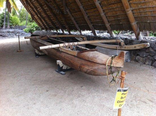 Pu'uhonua O Honaunau National Historical Park: カヌーの展示