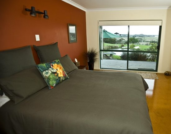 Mill Ridge Secluded Cottages: Fale Bedroom