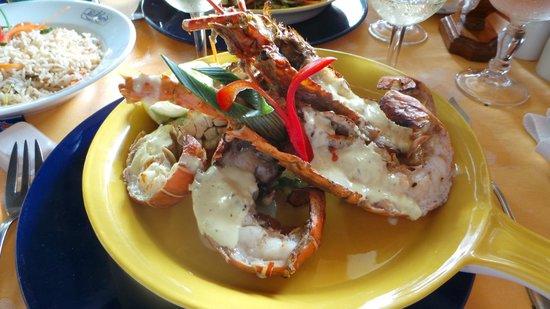 Le Domaine de La Reserve: homard au pool restaurant