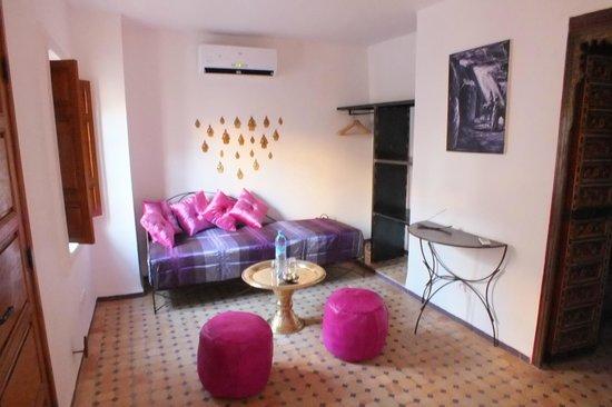 Banquette chambre violette picture of dar faracha fes for Chambre violette