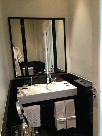Hotel Montefiore: Bathroom