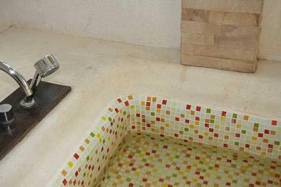 Dara Samui Beach Resort : stains in baththub