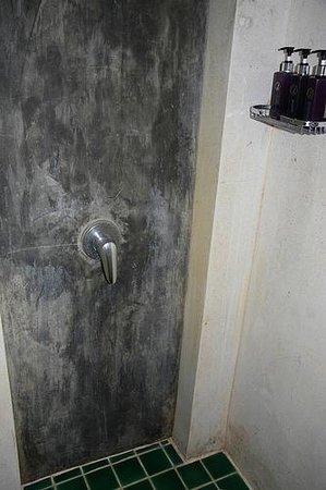 Dara Samui Beach Resort: more shower impressions