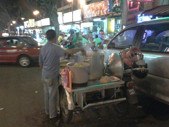 Number Eight Guesthouse: Street food in Bukit Bintang