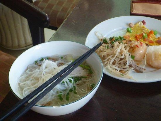 Phuoc Loc Tho 2 Hotel: 食事は無料のバイキング形式です