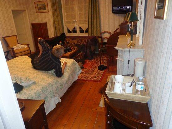 Hostellerie Varennes : la chambre avec un espace boisson chaude