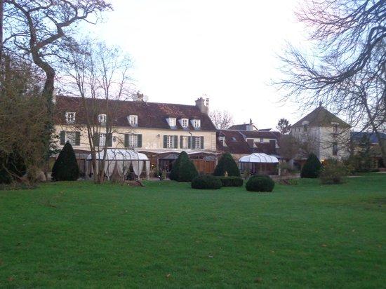 Hostellerie Varennes : vue du parc derrière l'hôtel