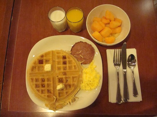 Staybridge Suites Sioux Falls: Breakfast (complementary)