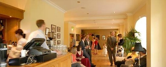 Losehill House Hotel & Spa: The bar and lounge
