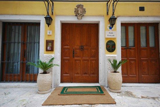 فيلا توتوروتو: Entrance