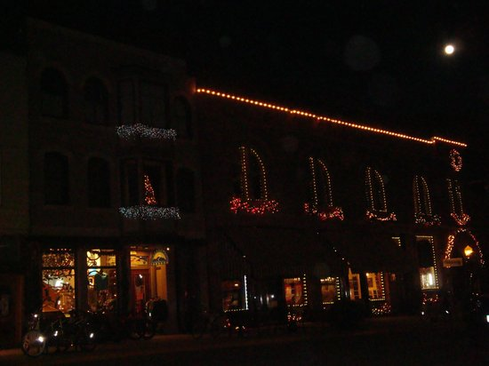 New Sheridan Hotel: Main Street Vista at Night