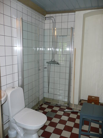 Dahlstromska Garden: one of the bathrooms