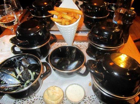 Le Zinneke: Midi lunch au zinneke- Cozze con le patatine fritte
