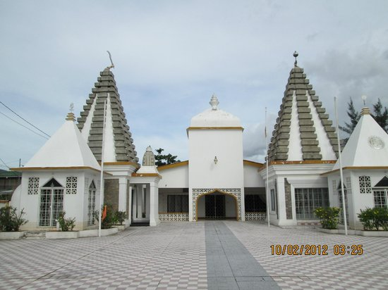 Paschimkashi Hindu Mandir: The temple on the left has an axe (parashu) at its apex. This is an uncommon feature.