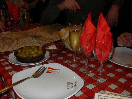 Casa Don Carlos: olives and garlic dip with bread a great starter