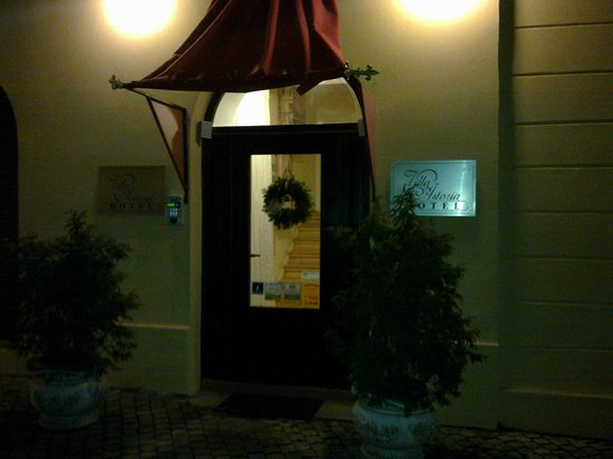 The Council: Entrance of the hotel