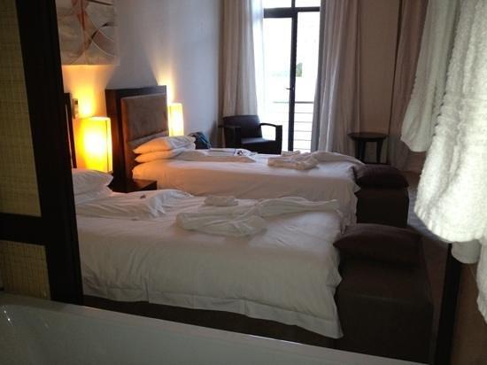 إيربان تشيك بوتيك هوتل: bedroom pic from bathroom room 604 