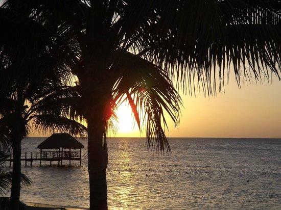 Azul Beach Resort Sensatori Mexico: Sunrise