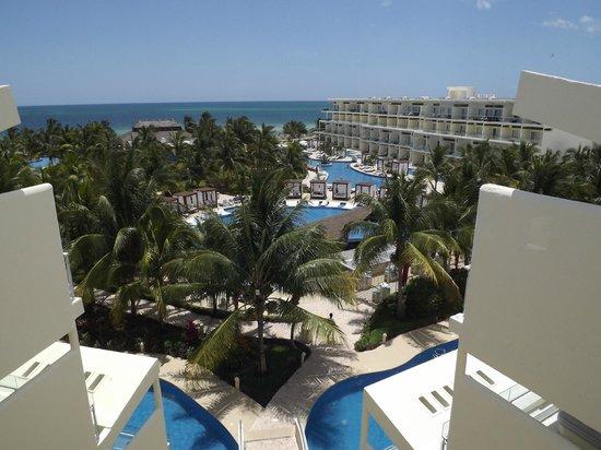 Azul Beach Resort Sensatori Mexico: The grounds