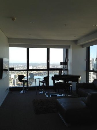 Meriton Serviced Apartments Brisbane on Adelaide Street : living room