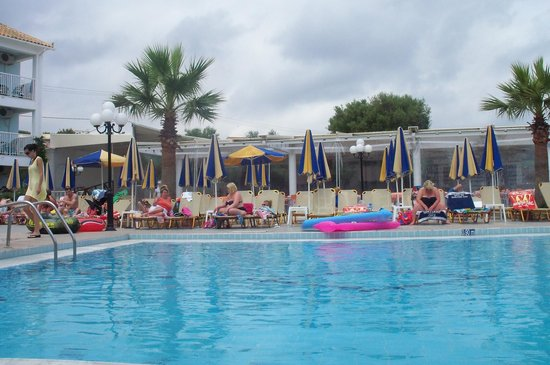 Planos Bay Hotel: The Swimming Pool