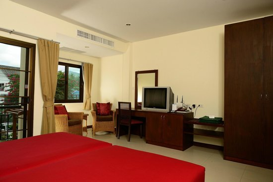 Kamala Beachfront Apartment: 1-bedroom apartment, Mountain View