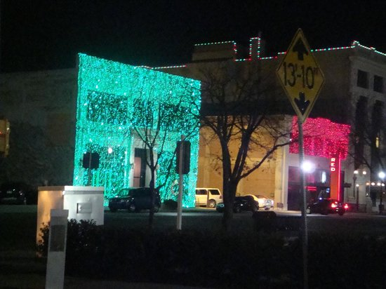 BEST WESTERN Greentree Inn & Suites: Xmas lights downtown OK City