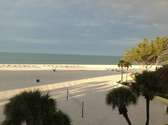 Alden Suites: The view from our Gulf front room 3rd floor - amazing!